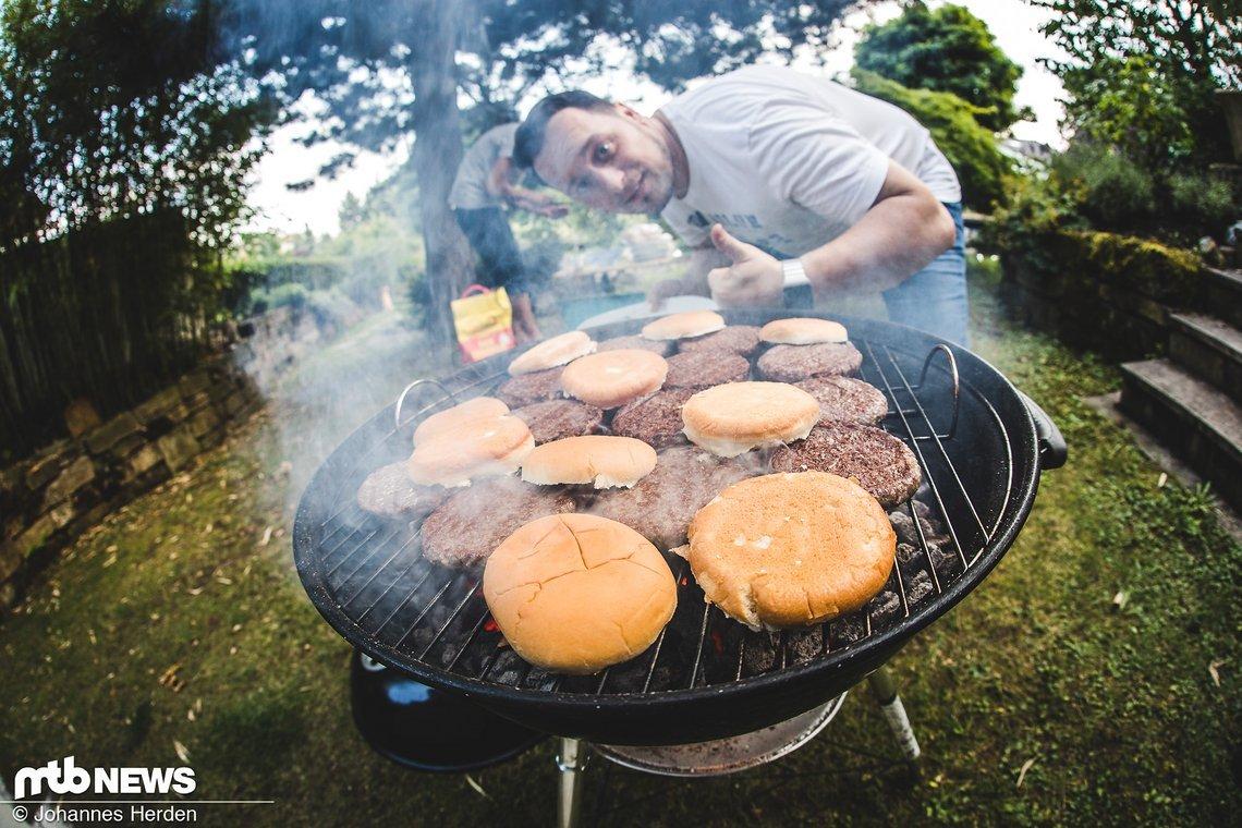 Vorbereitung am Vorabend: Bikes, Burger & Beer beim Team MTB-News.de