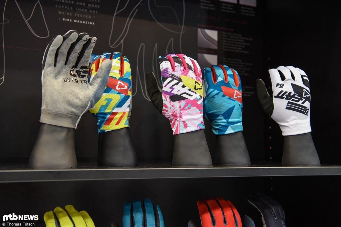 Sogar farbenfrohe Handschuhe sind im Programm