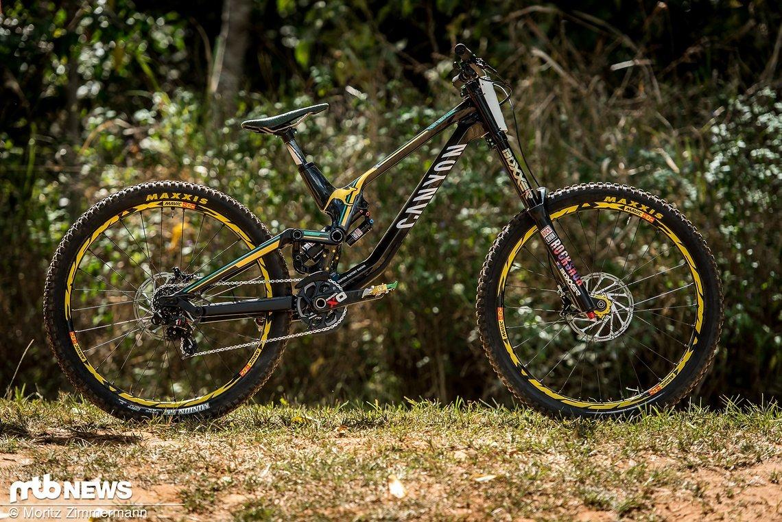 Das Canyon Sender CF von Troy Brosnan ist nach dessen Aussage das leichteste Downhill-Bike, das der Australier jemals gefahren ist