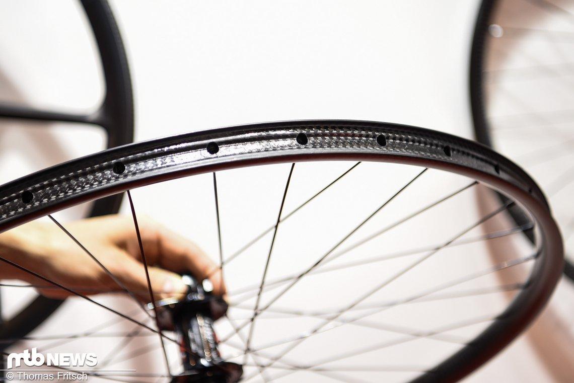 Beide Laufrädern werden mit 32 Speichen aufgebaut.