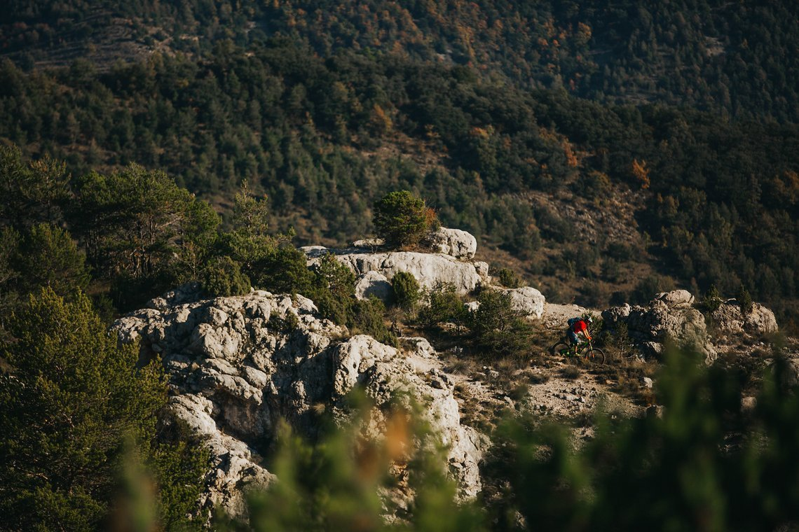 pyrenees-orientales-altitude-adventures-mtb-outsideisfree-ridge-rocks
