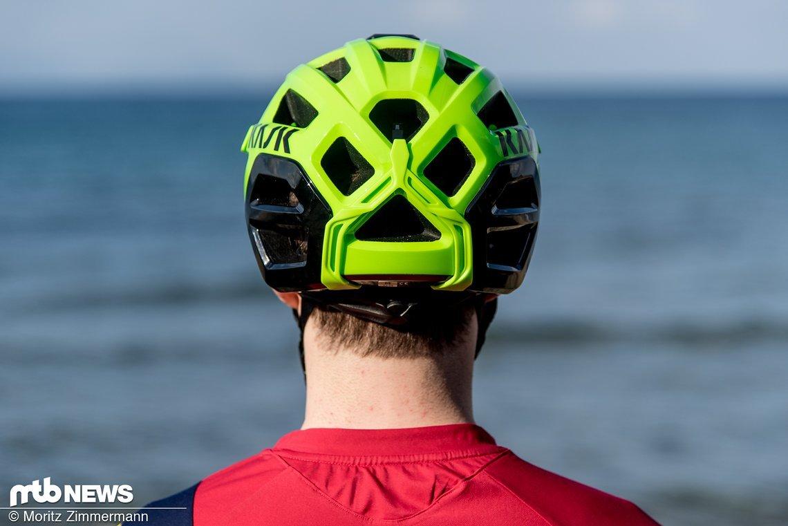 Der Helm sitzt im Nackenbereich recht tief