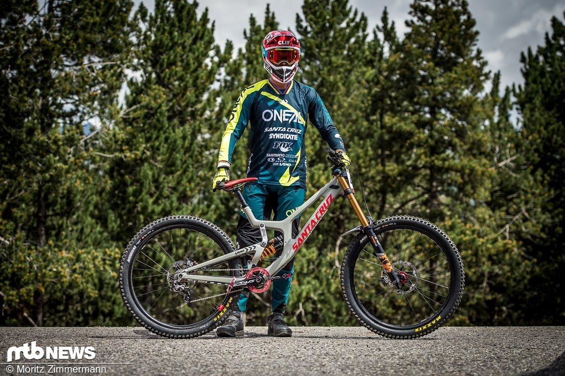 Greg Minnaar ist nach seinem Armbruch bei der Vorbereitung zum World Cup in Fort William in Andorra wieder auf seinem Santa Cruz V10 29er gesichtet worden