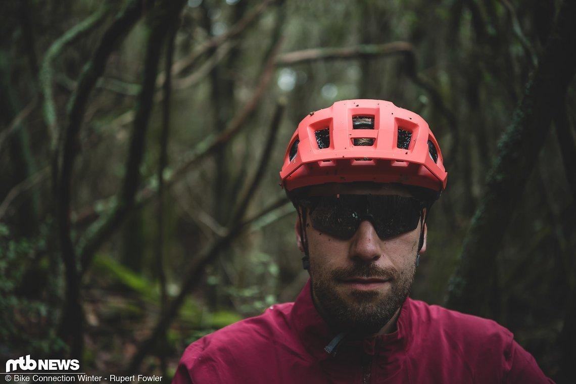 Unter der leuchtend roten Schale des Smith Session-Helms verstecken sich zahlreiche interessante Features