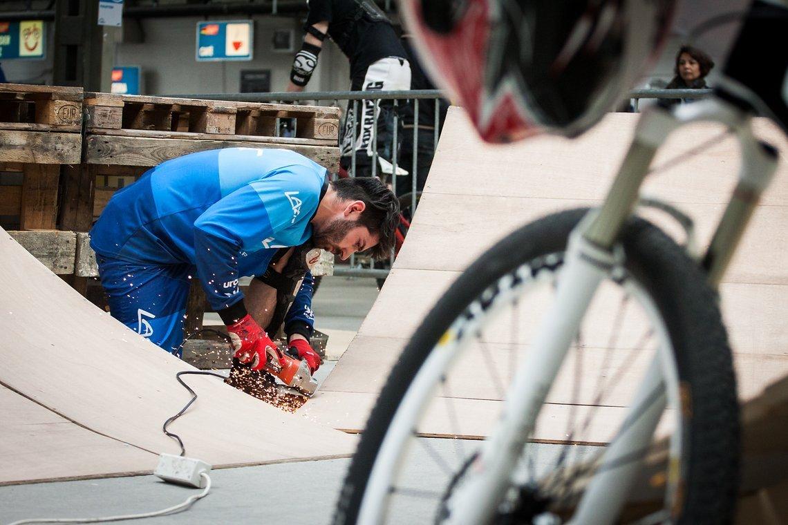 Aiko Göhler war bei der Berliner Fahrradschau nicht nur Fahrer, sondern auch Helfer beim Streckenbau für den MDC 4X-Kurs