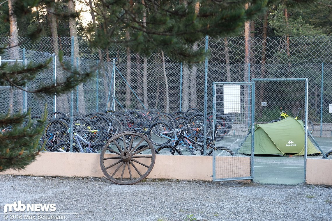 Bike-Schlafplatz CenterCourt - mit Nachtwächter-Zelt