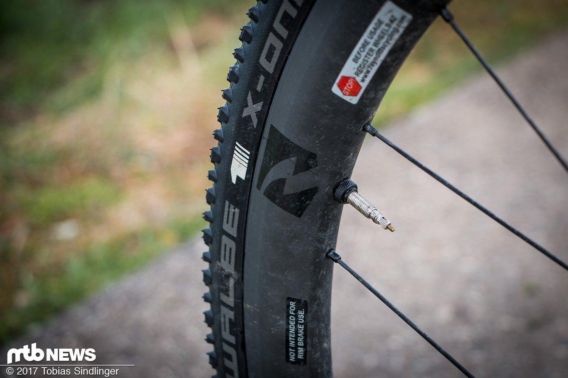 Carbon-Laufräder von Reynolds drücken das Gewicht des Rades und sollen für mehr Kontrolle in tiefem Matsch sorgen