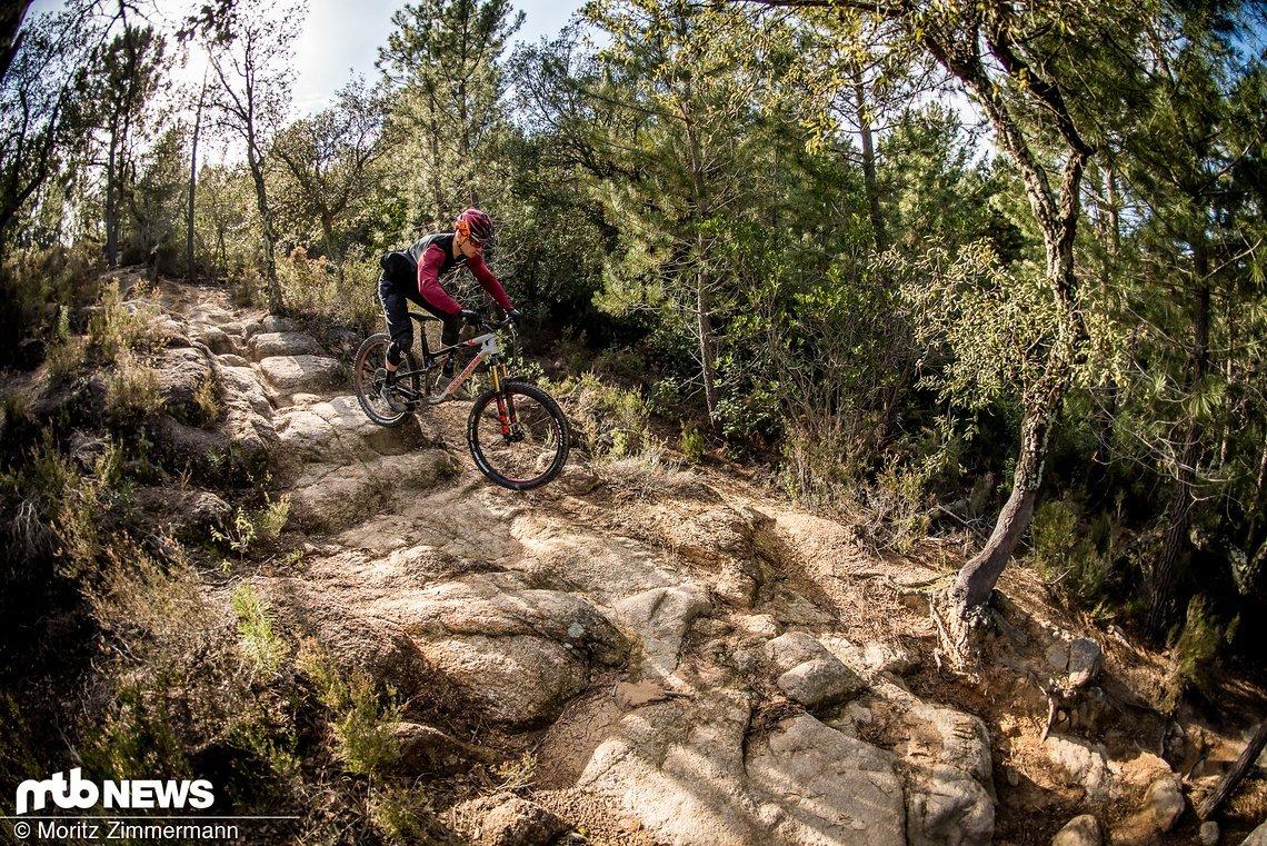 Wir haben uns 7 der schnellsten Enduro-Bikes auf dem Planeten geschnappt und mit auf die abwechslungsreichen und teils sehr anspruchsvollen Trails Kataloniens genommen