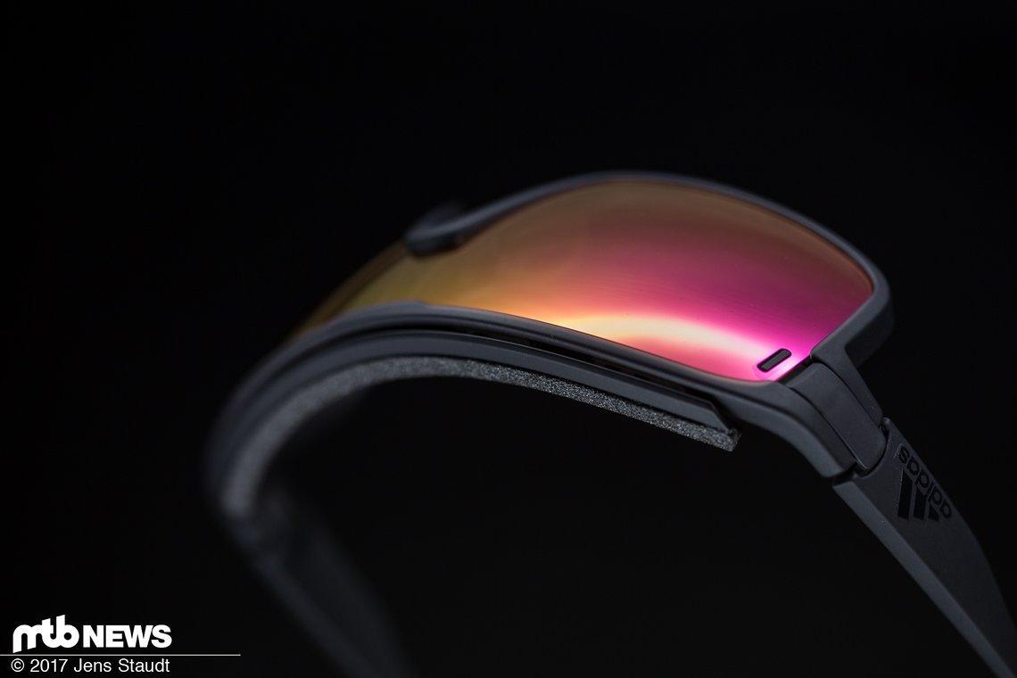 Die Adidas Zonyk Pro-Brille bietet neben selbstabdunkelnden Vario-Gläsern in verschiedenen Stärken eine große Palette an Einstellungsmöglichkeiten