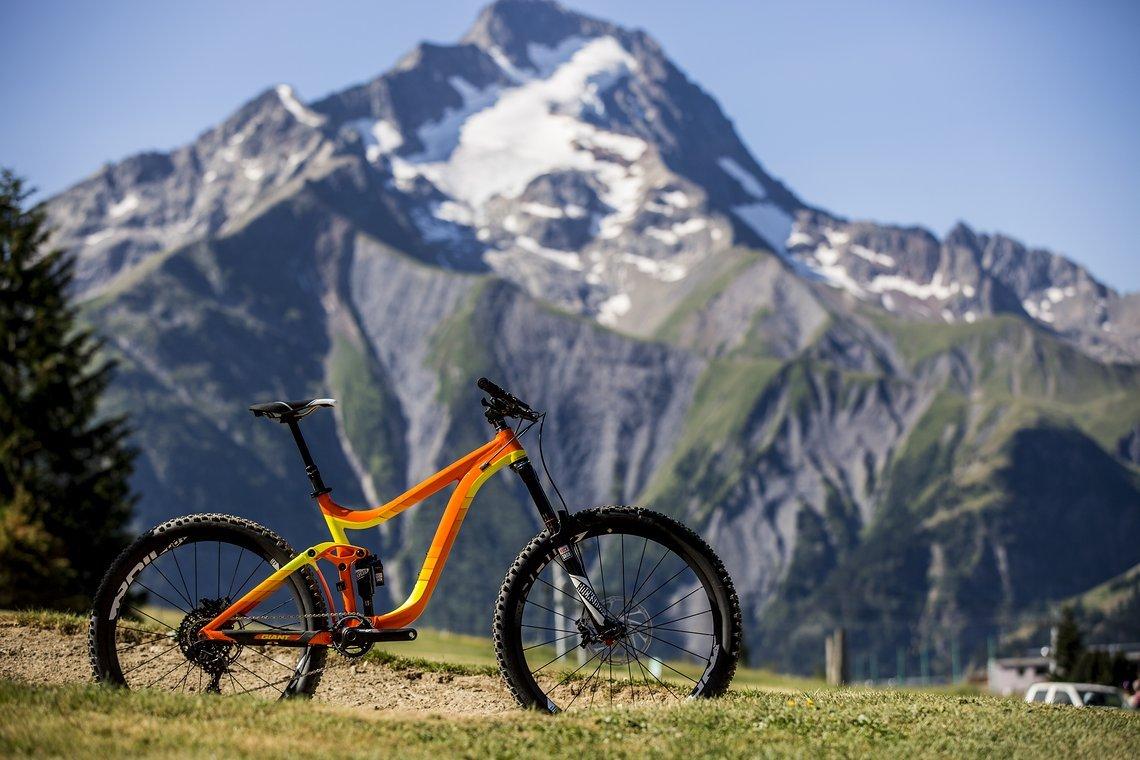 Mein Test-Bike für die SRAM GX Schaltung ist ein Giant Reign 275 mit 160 mm Federweg und der neuen Lyrik (170 mm) gewesen