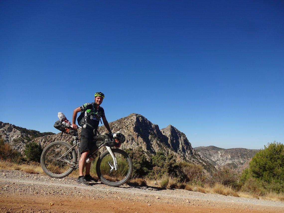 Bei seiner ersten großen Bikepacking Tour legte Ampelhasser in 8 Tagen 550 KM und 15600 und in Spanien zurück – Transnevada!