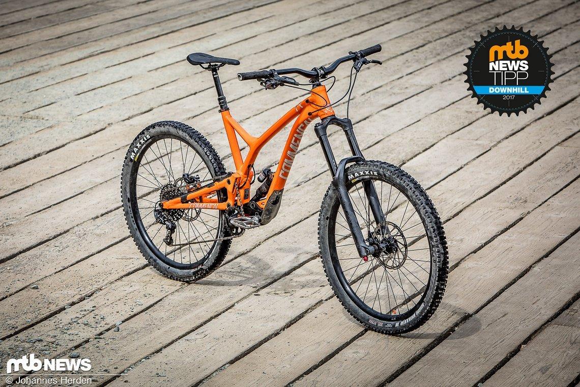Mini-Downhiller oder XXL-Enduro? Das Commençal Supreme SX wirkt sofort wie eine kleine Version des Downhill-Bikes Supreme DH