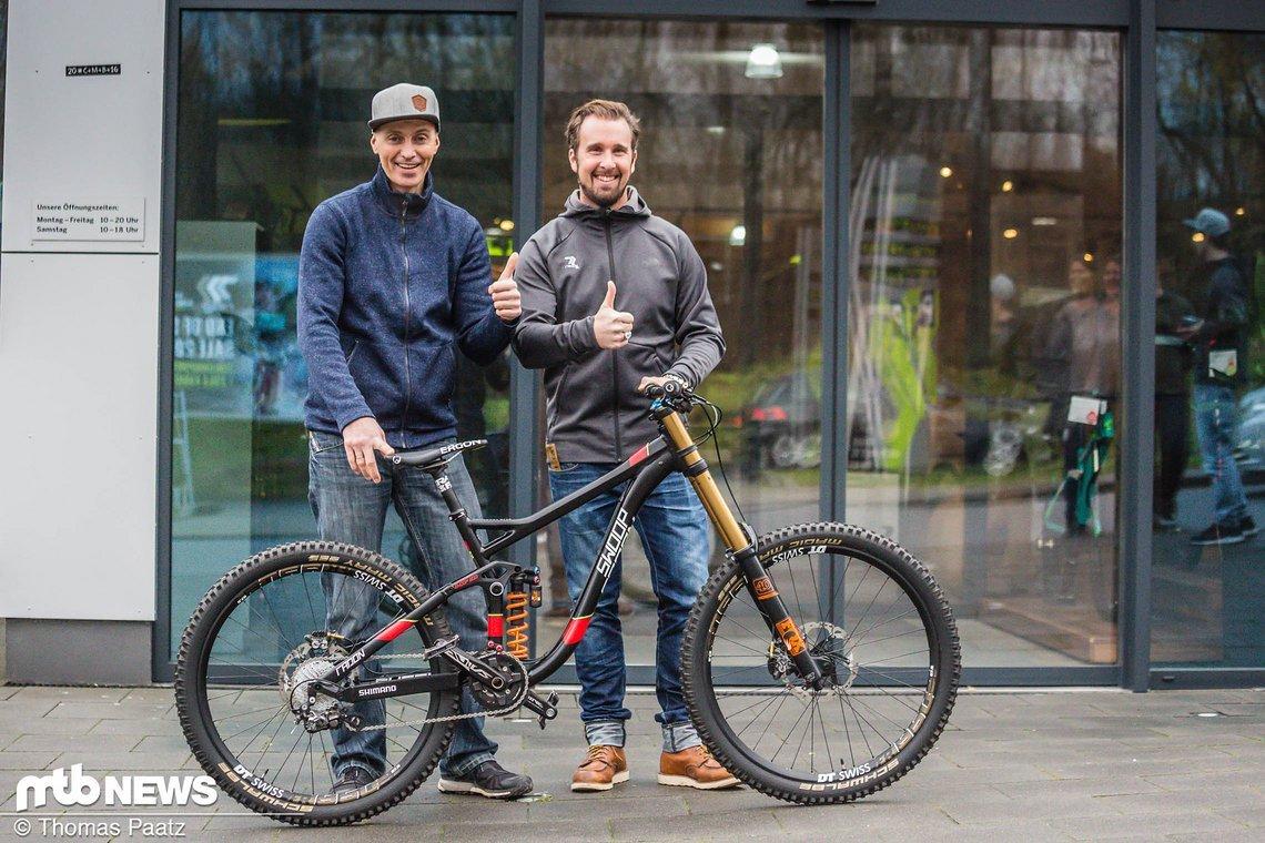 Adalbert hat sein neues Swoop beim Bike-Discount in Bonn entgegen genommen