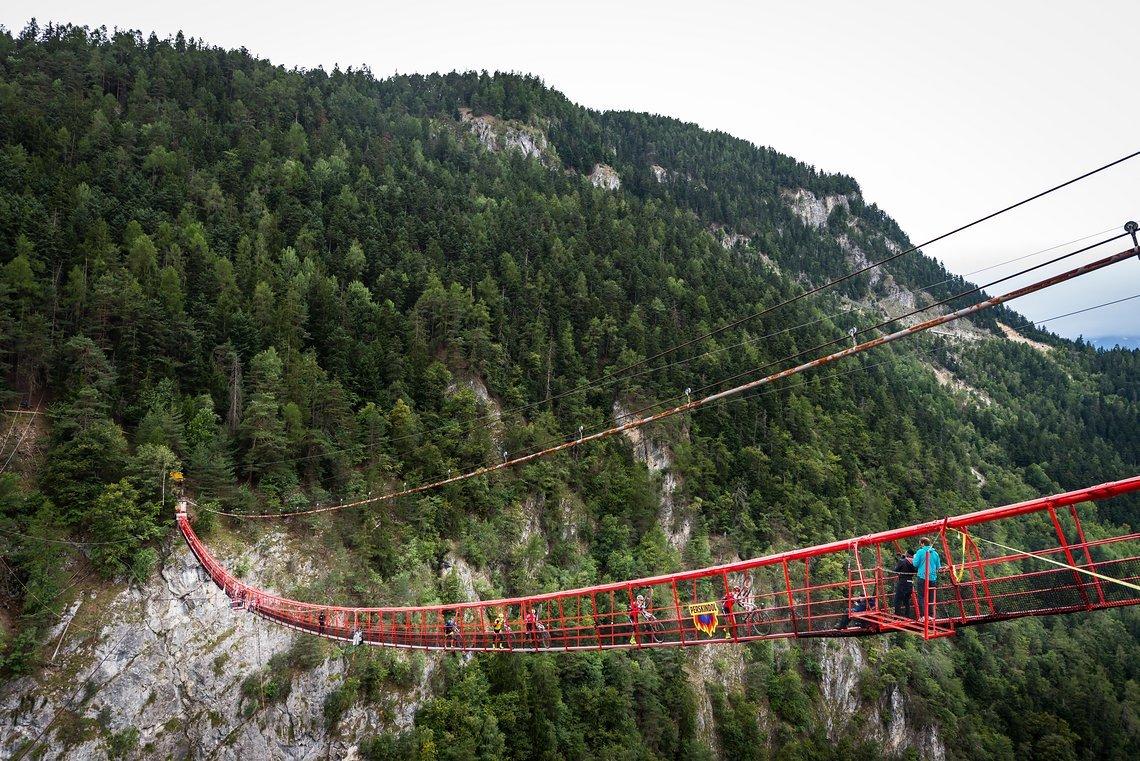 Das absolute Highlight des Tages: Die höchste Bungee-Hängebrücke Europas sorgte für wackelige Beine beim Überqueren
