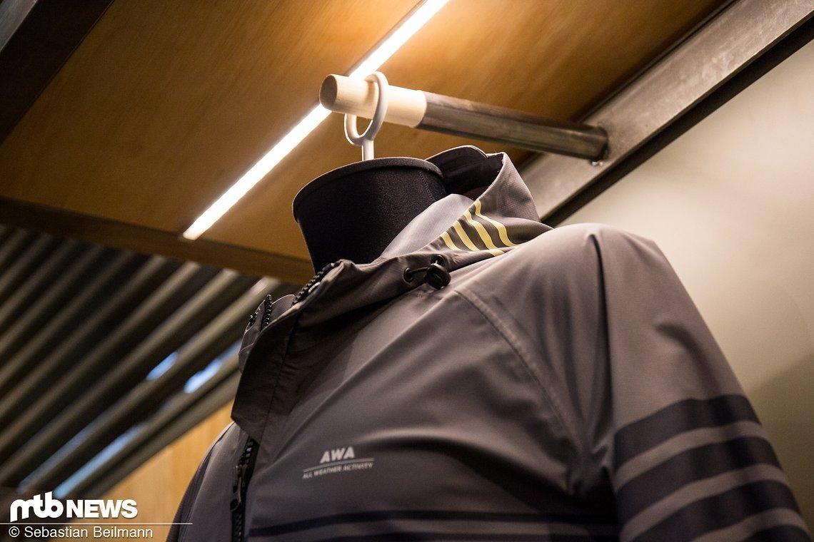 Die Kapuze soll perfekt unter den Helm passen