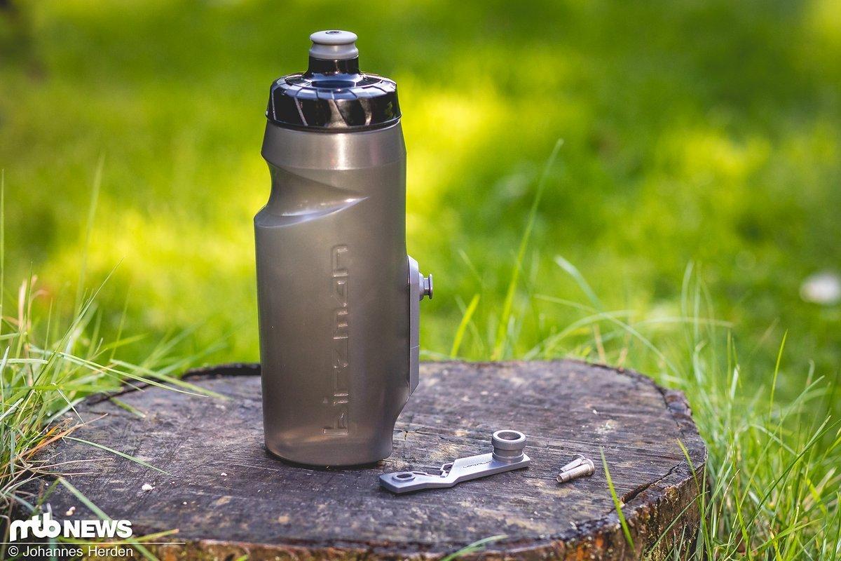 Die recht stark getönte Birzman-Flasche