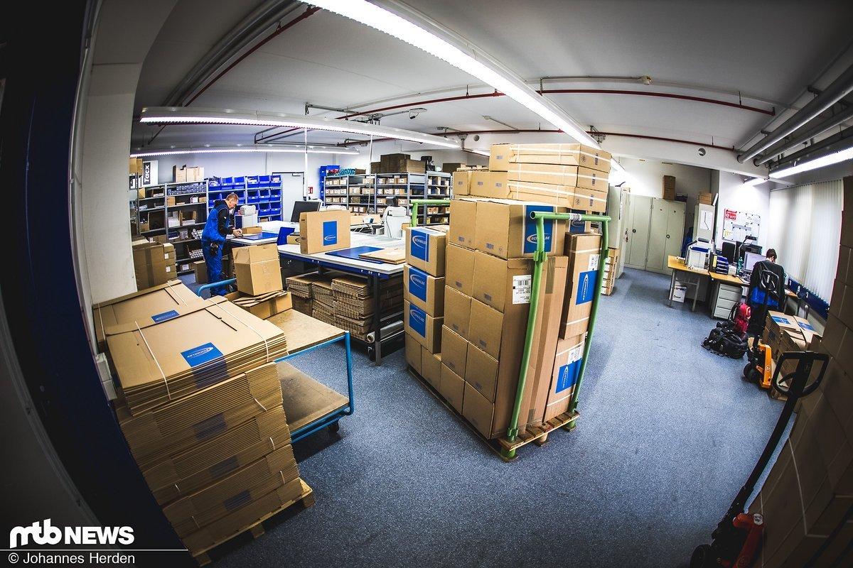 150 bis 200 Pakete werden täglich aus dem Musterlager verschickt