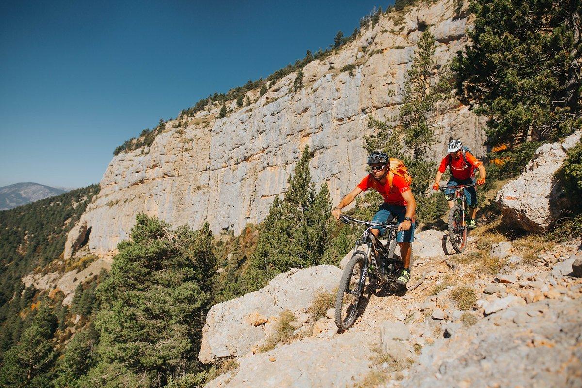 pyrenees-orientales-altitude-adventures-mtb-outsideisfree-Ian-Adrien-rocks