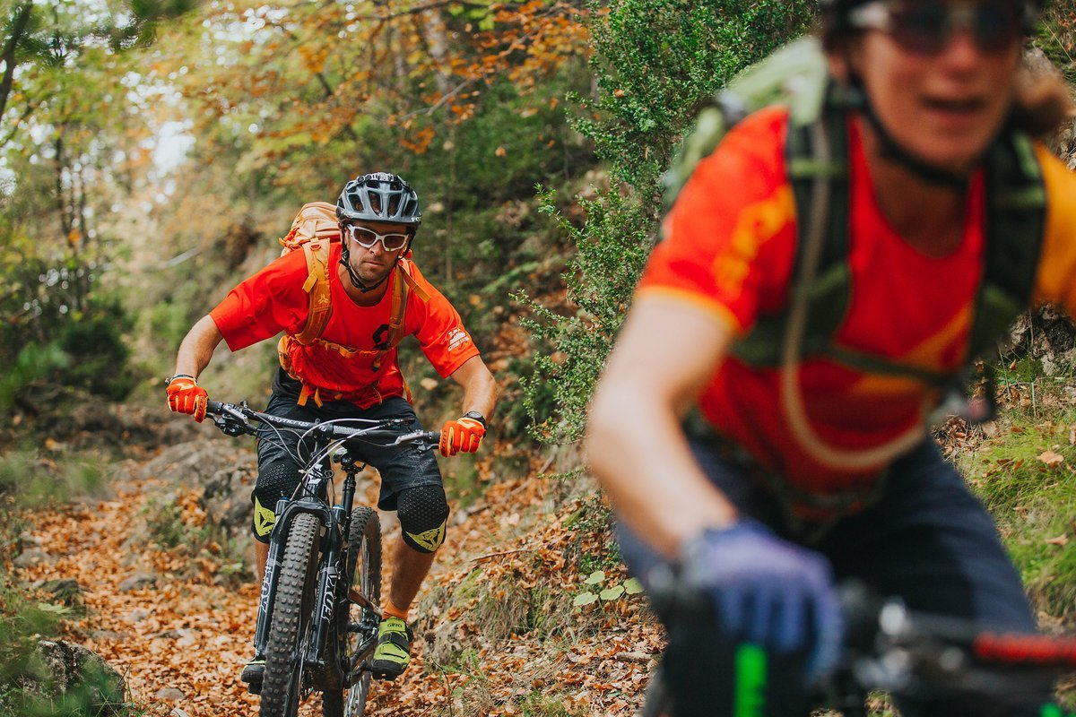 Angela und Ian sind leidenschaftliche Mountainbiker.