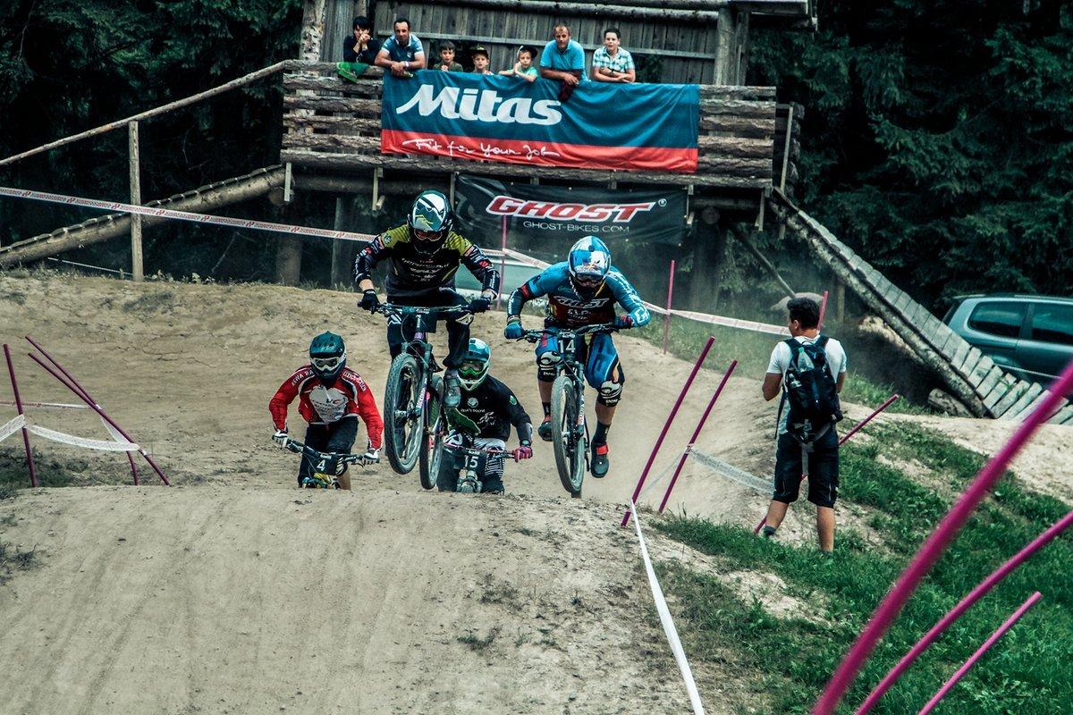 Waldburger und Slavik in einem harten Kampf nach der ersten Kurve