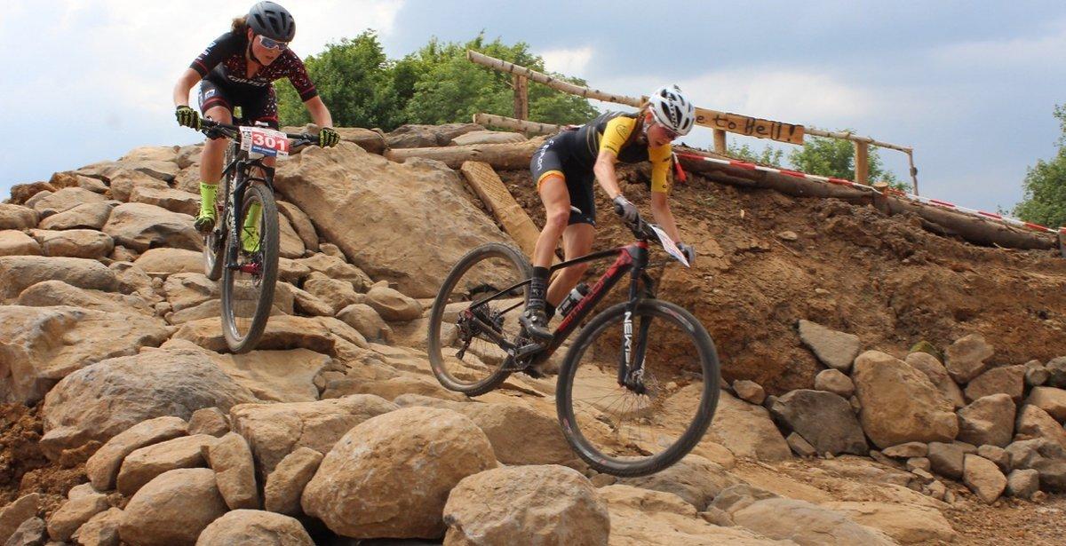 Eibl vor Terpstra im Rock Garden. Im weiteren Verlauf des Rennes setzte sich die Niederländerin von ihrer Konkurrentin ab.