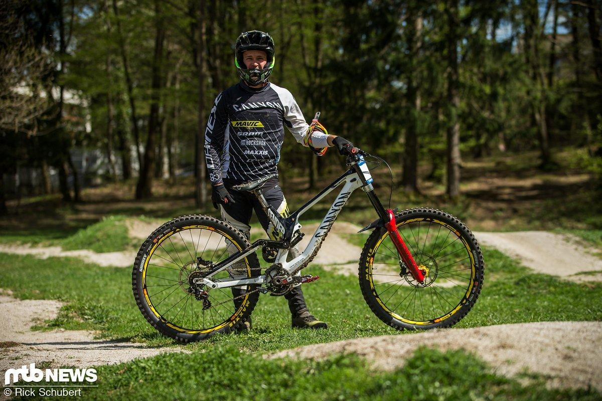 Troy Brosnan mit seinem Canyon Sender