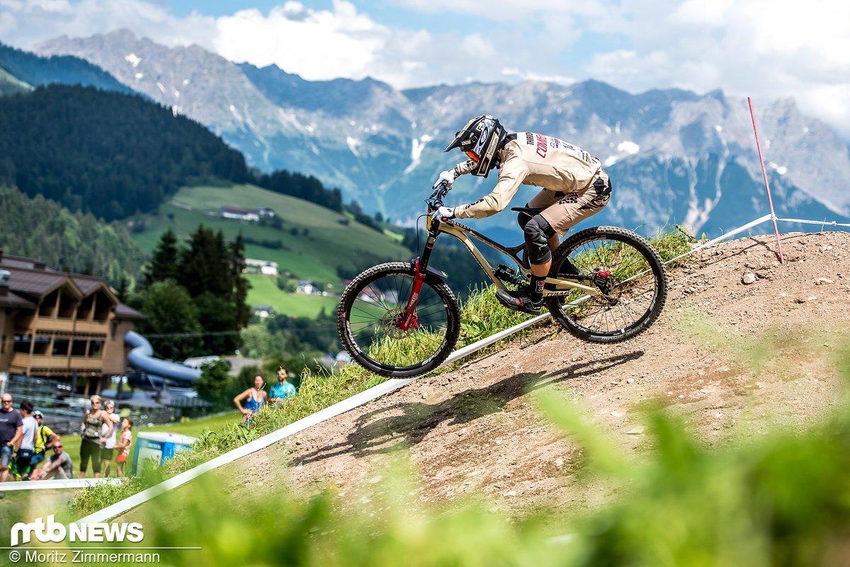 Wiesen, Berge, Sonnenschein und der wunderbare Fahrstil von Rémi Thirion