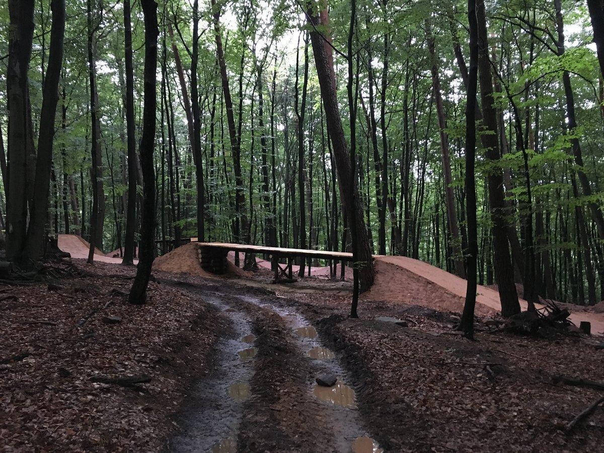 Table mit Notlandung aus Holz