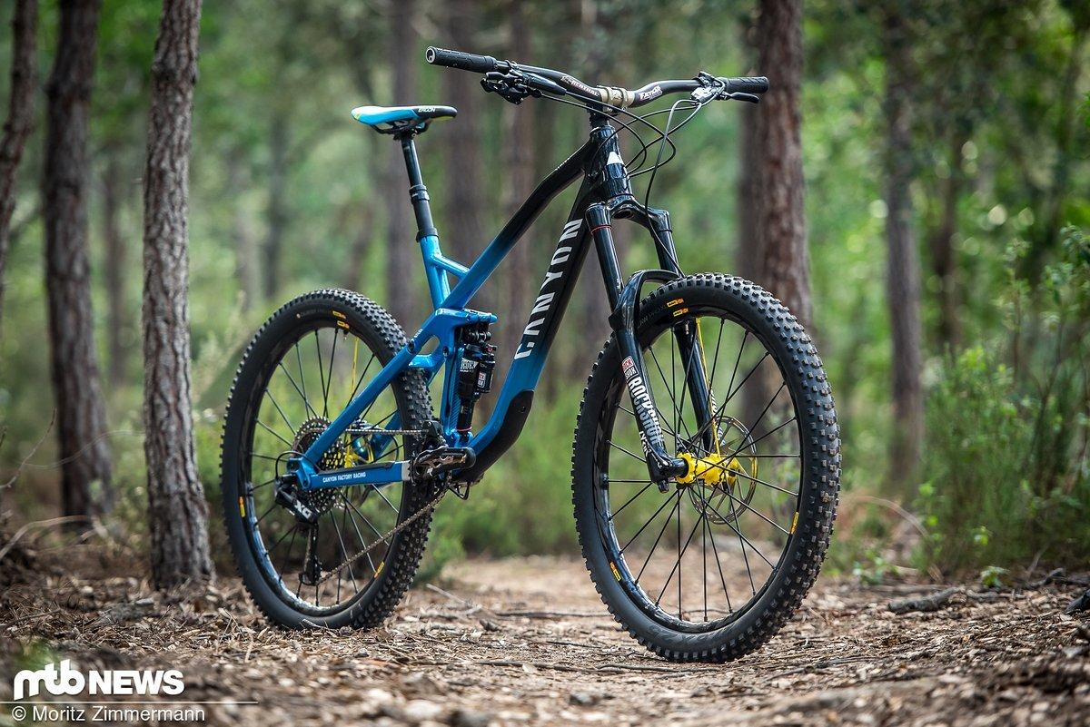 Das Canyon Strive CF 9.0 Team ist nach wie vor top aktuell und eine gute Wahl für all jene, die ein solides Enduro-Bike mit guten Allround-Eigenschaften suchen.