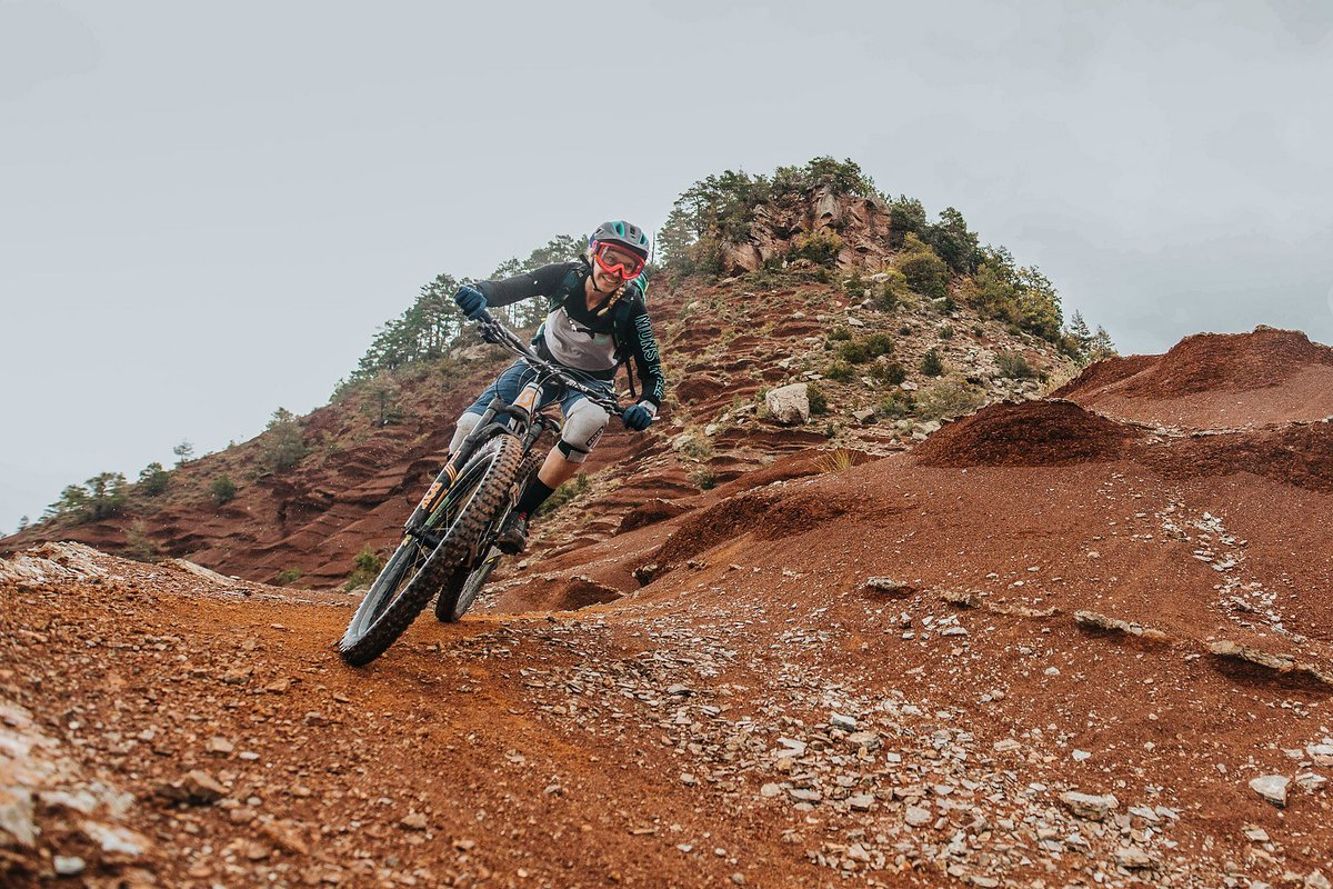 pyrenees-orientales-altitude-adventures-mtb-outsideisfree-tina-redearth-riding
