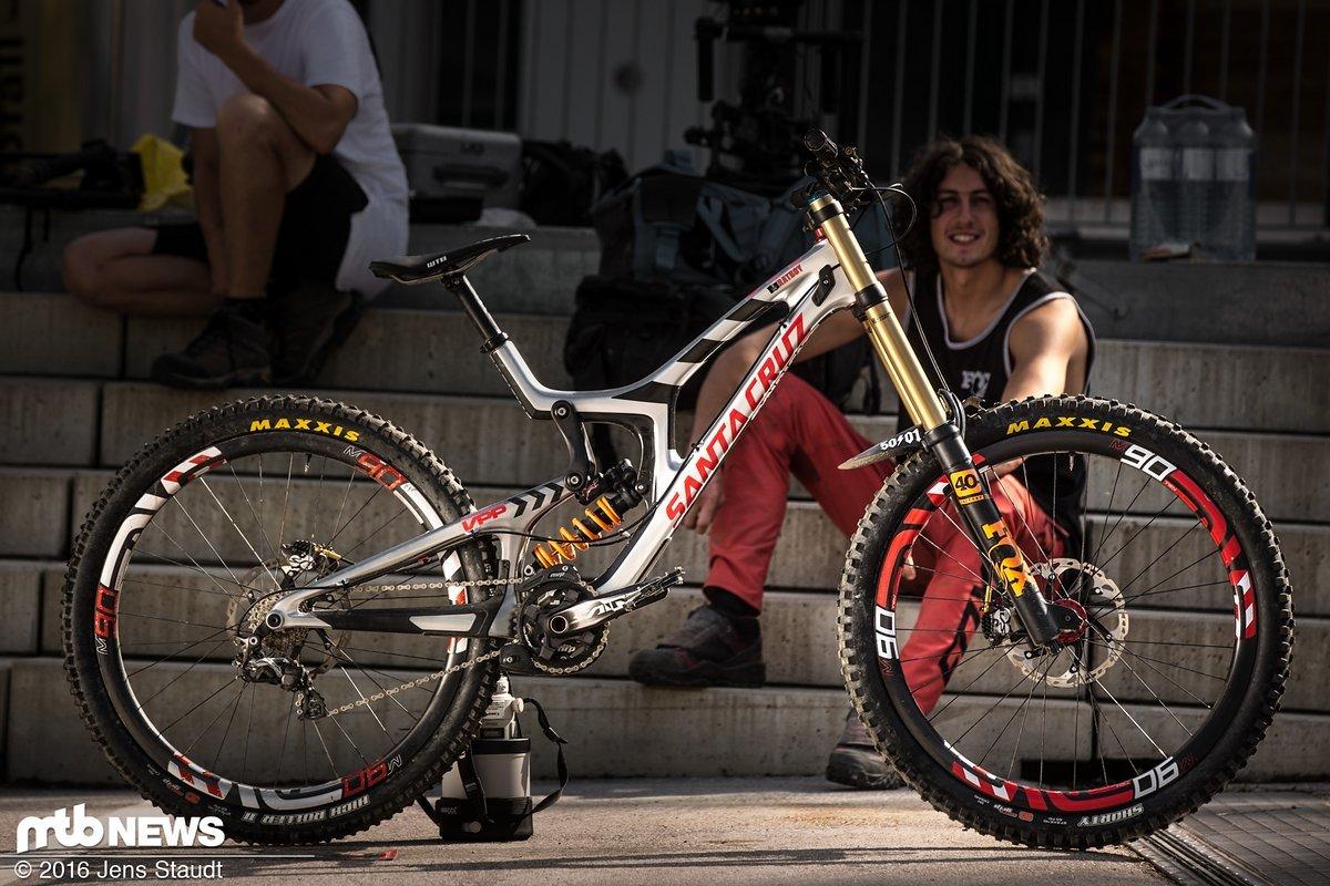 Josh Bryceland und sein Santa Cruz V10