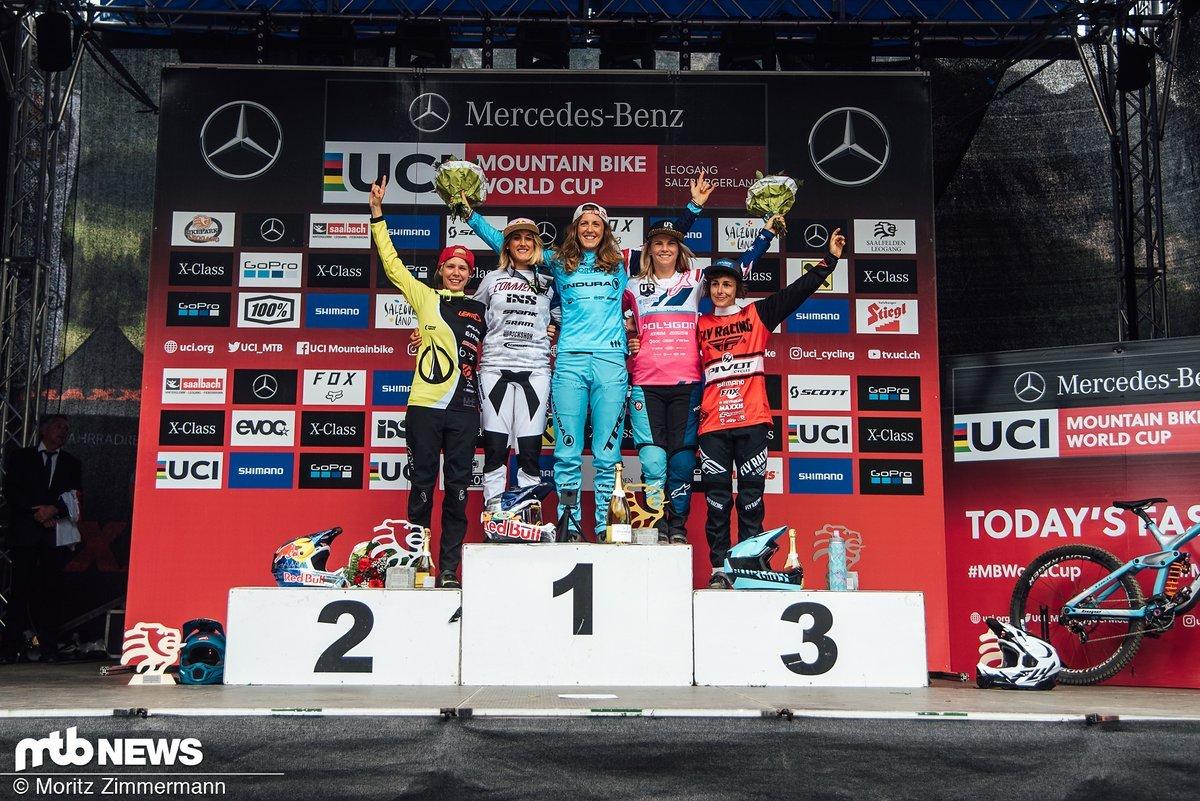 Das Podium der Frauen: Rachel Atherton gewinnt vor Myriam Nicole, die weiterhin den Gesamt-Weltcup anführt