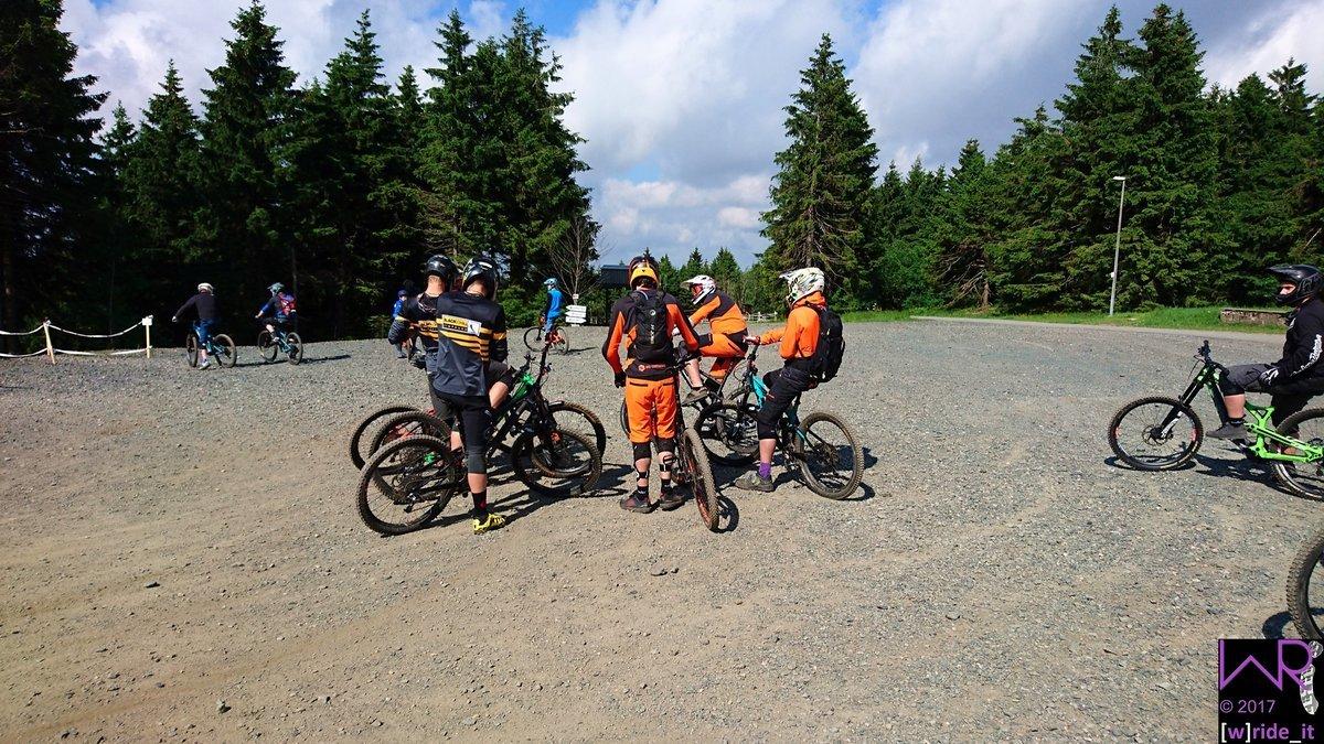 Team Conti Black Chili und bike-components
