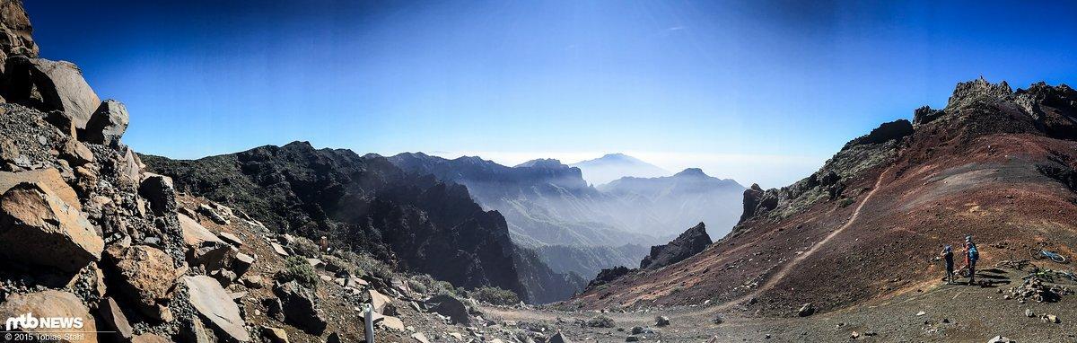 Traumhafter Ausblick auf den gewaltigen Vulkankrater