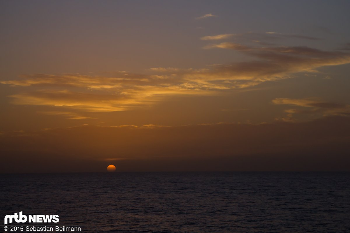 Traumhafter Sonnenuntergang auf dem Meer