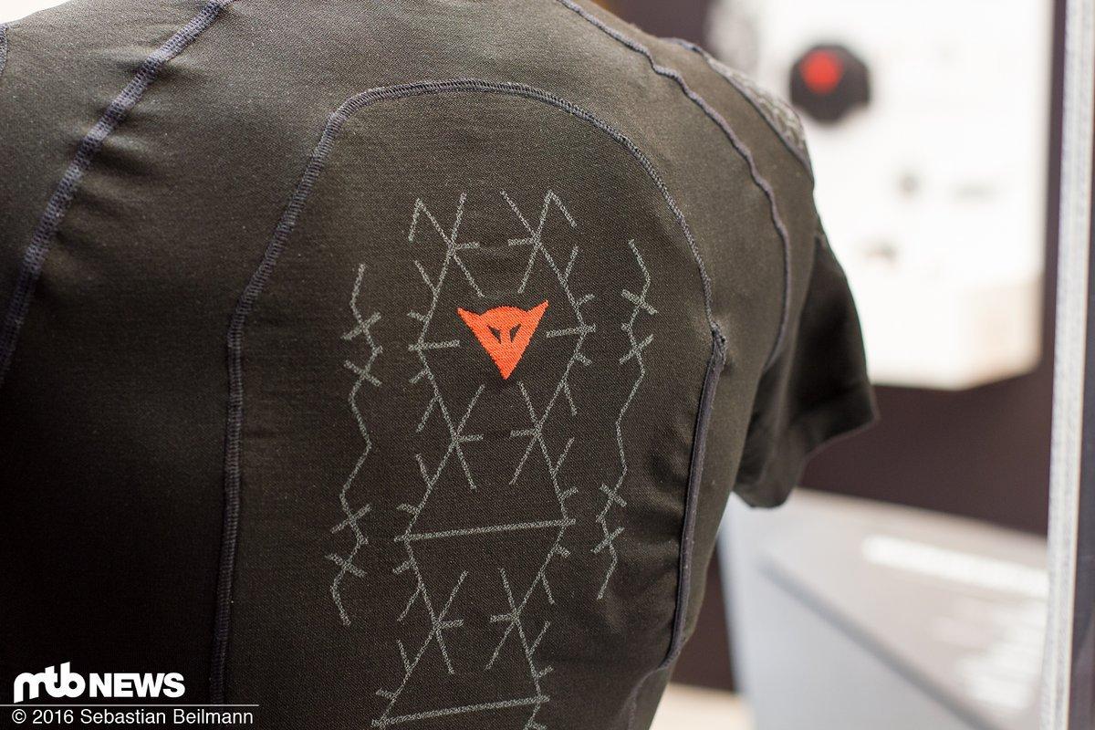 eurobike 2016 dainese trail skins 2 knieschoner und. Black Bedroom Furniture Sets. Home Design Ideas
