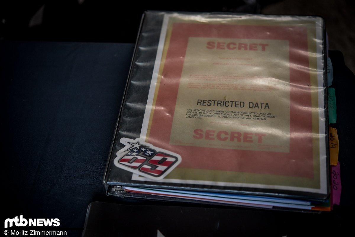 In den Pits vom YT Mob gibt man sich gerne geheimnisvoll.