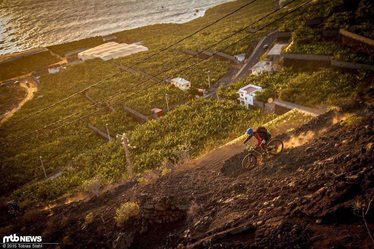 Staubend geht es auf La Palma Richtung Sonnenuntergang