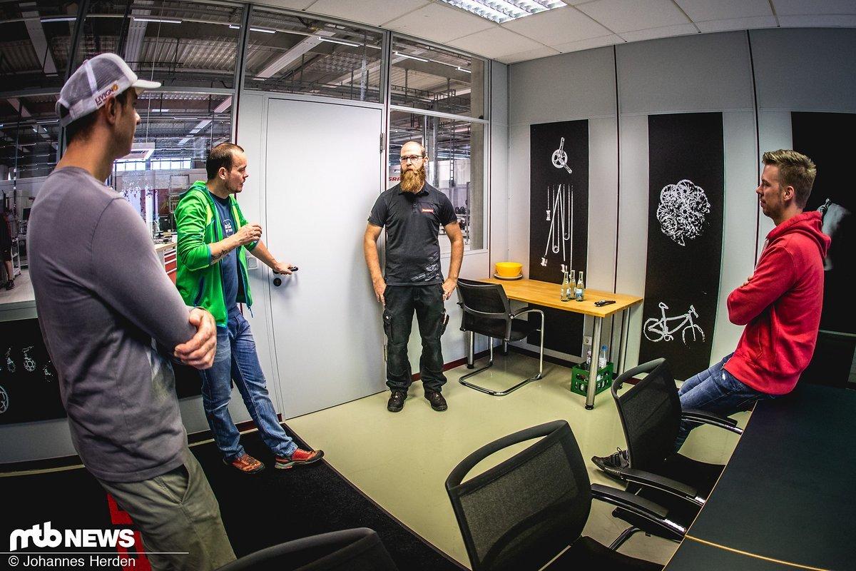 Testleiter Andre Gläser hatte ziemlich spannende Geschichten über das SRAM-Testprozedere parat