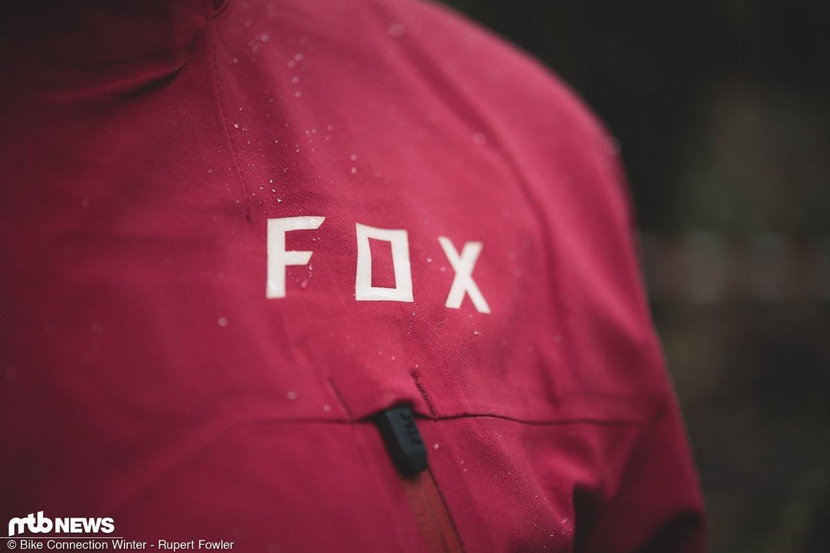 Die Fox Attack Pro Water Jacke soll besonders bei nassen und nasskalten Bedingungen eine gute Figur machen