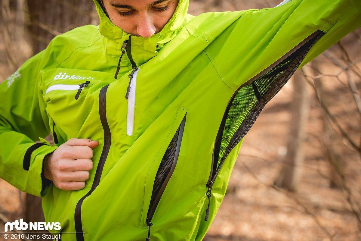 Belüftungsöffnungen am Oberkörper und den Oberschenkeln sollen für Abkühlung sorgen