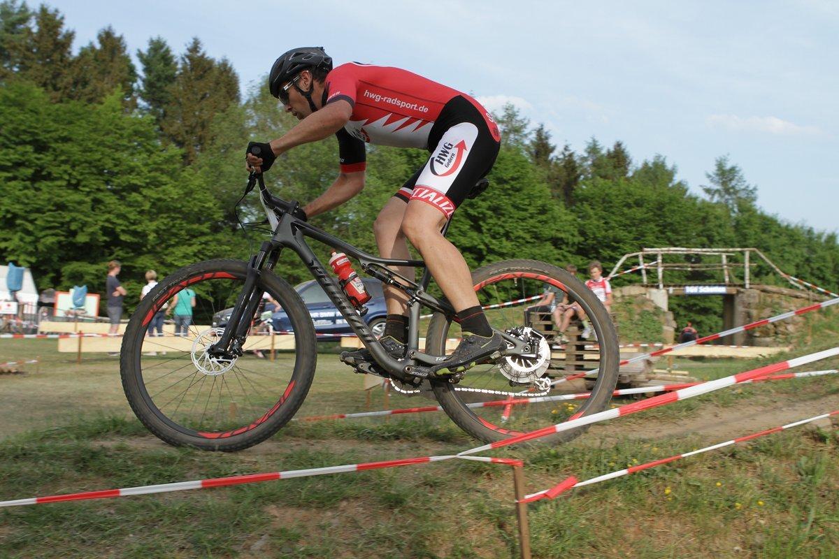 Moritz Schäb zeigte bei den Junioren ein starkes Rennen, fiel durch einen Defekt aber weit zurück.