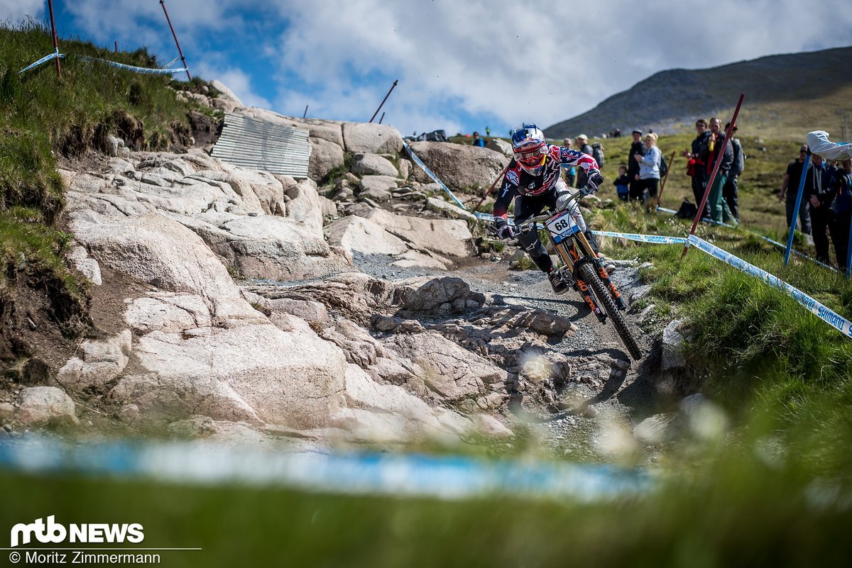 Wie nahezu allen Topfahrern wurde Aaron Gwin in Lourdes das Wetter zum Verhängnis
