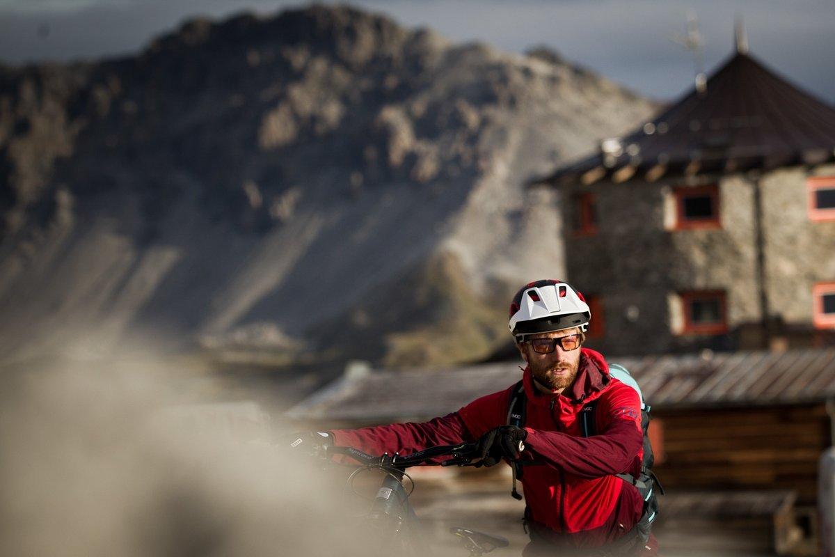 """Der Start der Tour. Hinter der Tibethütte am Stilfser Joch startet der """"Tibettrail"""", eine anspruchsvolle, aber doch flowige Abfahrt."""