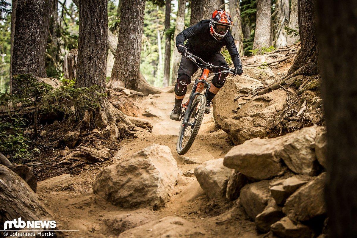 Obwohl sich die Räder in unserem Test relativ bequem nach oben pedalieren lassen sind sie auch für Ausflüge in sehr ruppiges Gelände geeignet