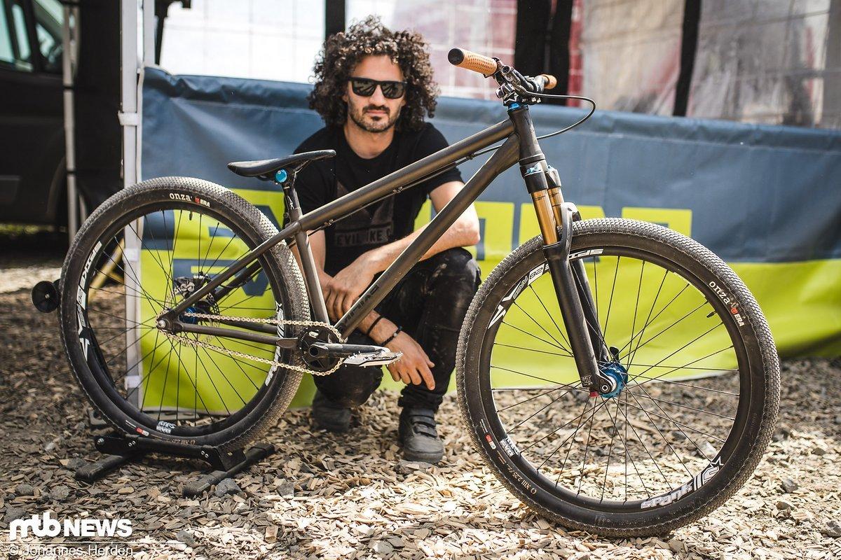 Noch ein neues Hardtail: Auch Rob Heran zeigt ein brandneues Dirt Jump-Hardtail von Evil Bikes