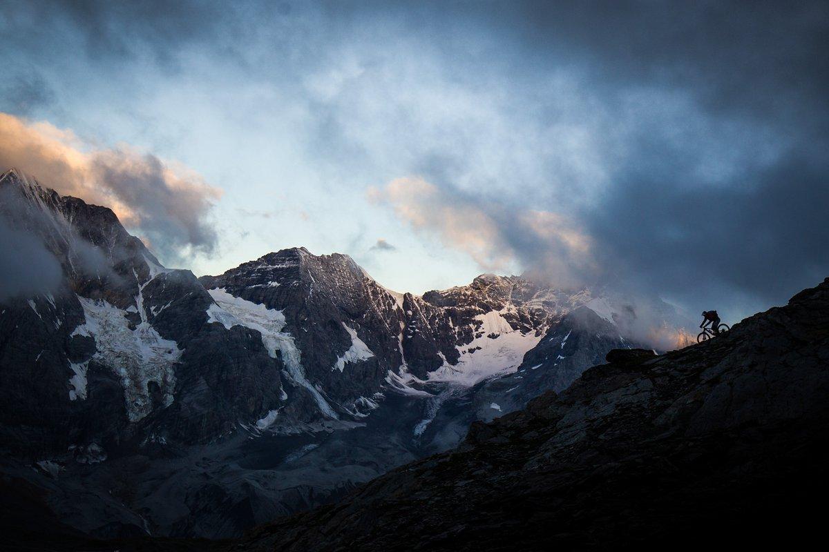 Kurz vor Sonnenaufgang am Madritschjoch. Das Ortler-Massiv biete eine grandiose Kulisse.