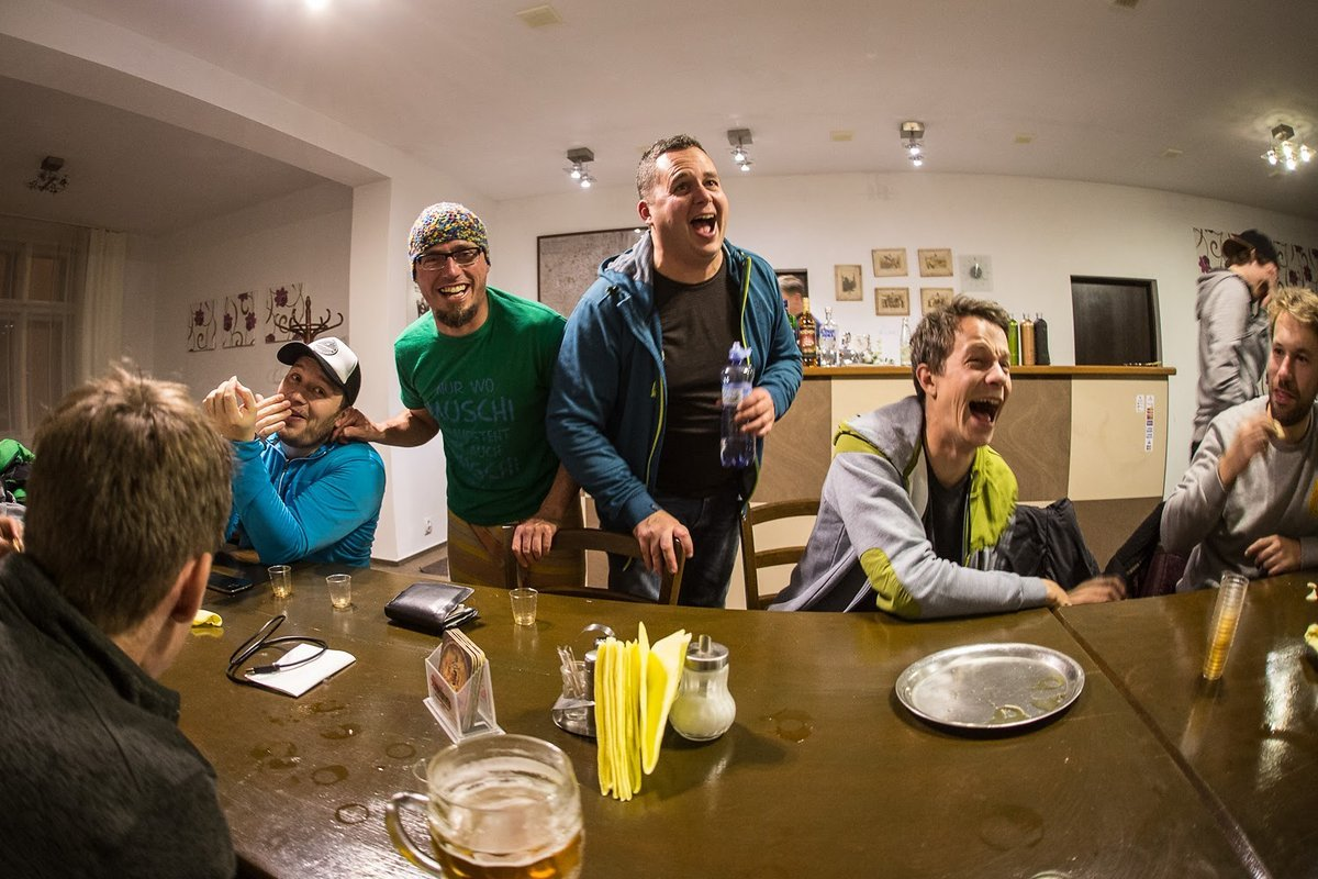 Gabi Sindlinger (vorne), Sandy, Muschi. Thomas, Stefanus, Moritz mit ziemlich guter Laune am Abend. Muschi hatte einen größeren Anteil daran