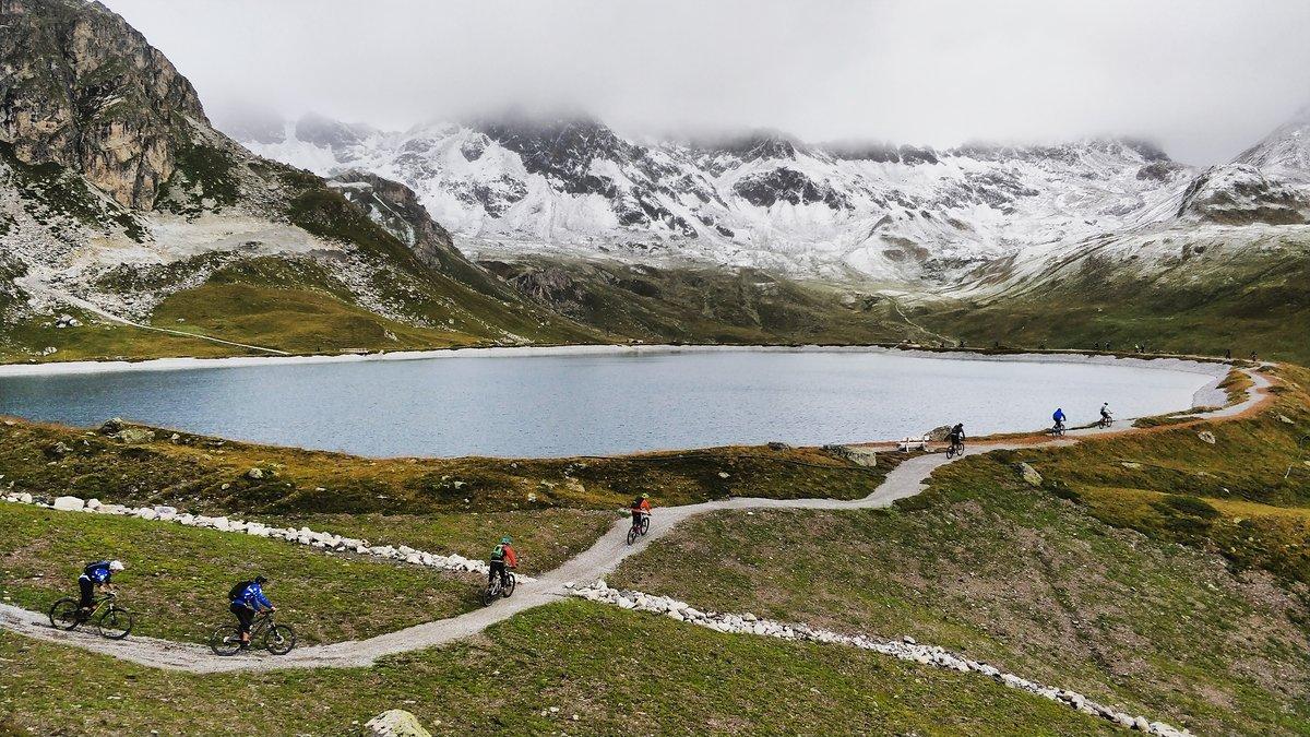 Um zur zweiten Wertungsprüfung des Tages zu kommen gilt es in der verschneiten Bergflanke bis zu Las Trais Fluors auf 2.752 m aufzusteigen