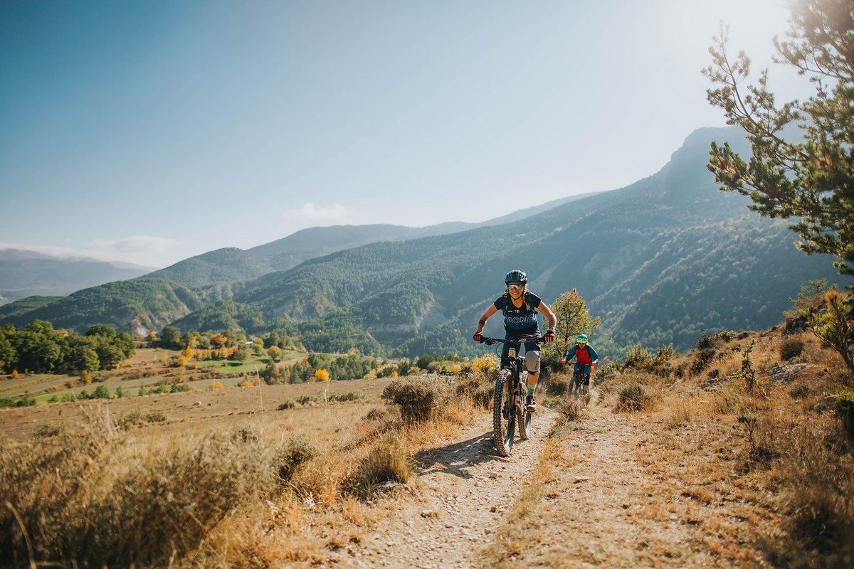 pyrenees-orientales-altitude-adventures-mtb-outsideisfree-farm-landscape